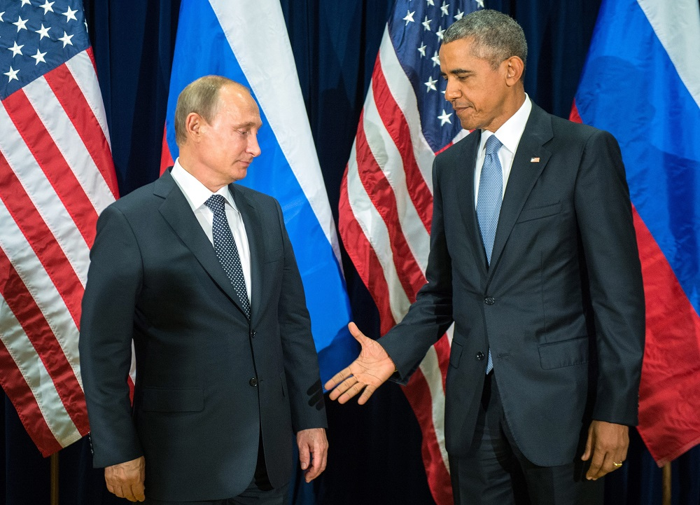 Russian President Valdimir Putin (L) and US President Barack Obama (R) shake hands for the cameras before the start of a bilateral meeting at the United Nations headquarters in New York City, New York, USA, 28 September 2015. Putin and Obama are in New York City to attend the UN 70th anniversary general assembly meetings.